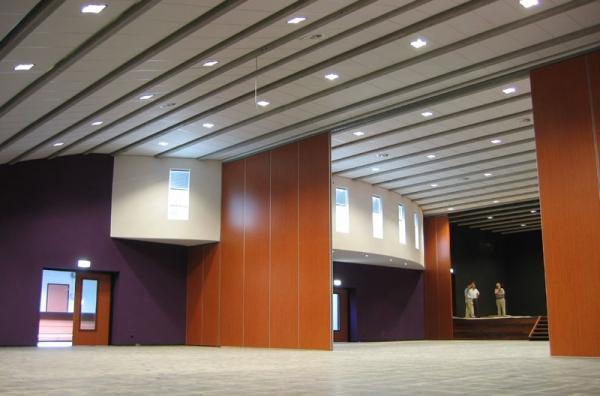 De grote zaal van het Corneliushuis